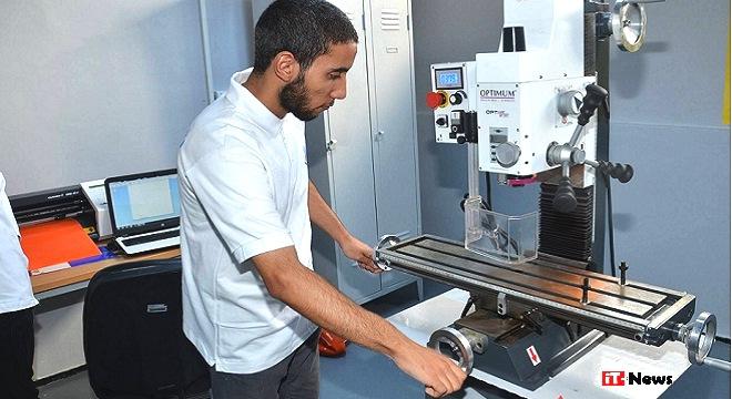 - 1er-Fab-Lab-solidaire-en-Tunisie-l'apprentissage-3D-au-cœur-de-la-Cité-El-Khadra-03b
