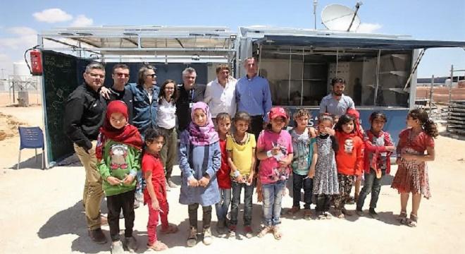 - SES-et-Solarkiosk-apportent-Électricité-et-Internet-à-un-Centre-Educatif-de-Refugies-en-Jordanie