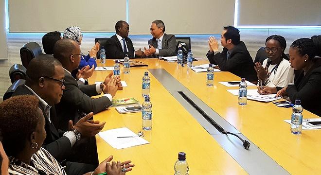 - L'Union-Africaine-et-Huawei-investissent-dans-les-TIC-sur-le-continent-Africain