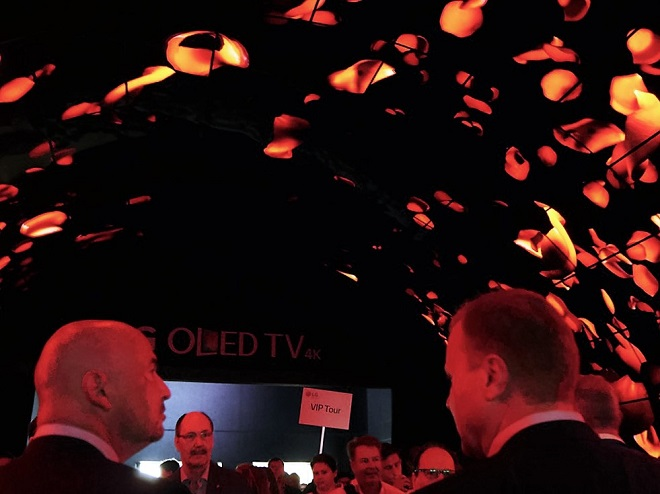 le-plus-grand-tunnel-oled-au-monde-accueille-les-visiteurs-de-lg-a-lifa-it-news-03