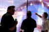 LG nous plonge dans l'avenir de l'affichage numérique avec un écran OLED transparent